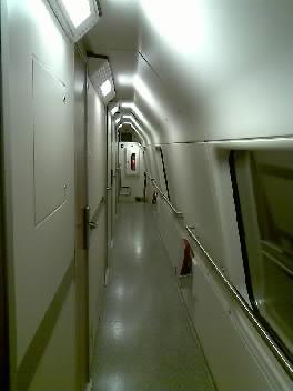 寝台車両の廊下